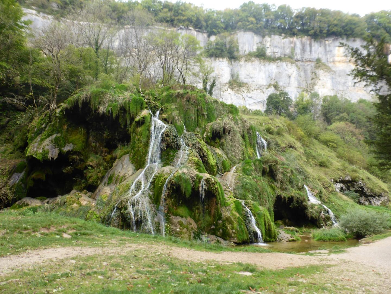 9 la cascade au fond du site